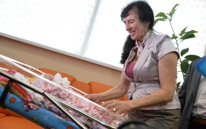«Меня часто называют ее бабушкой»- говорит родившая в 60 лет Галина…