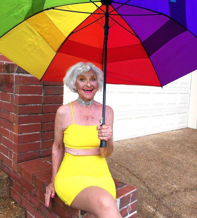 Эта бабушка в 90 зажигает круче 20-летних студентов!