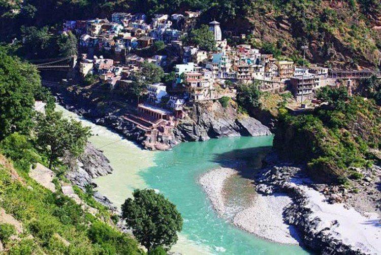 2. Место слияния рек Алакнанда и Бхагиратхи в Индийском городе Девапраяге