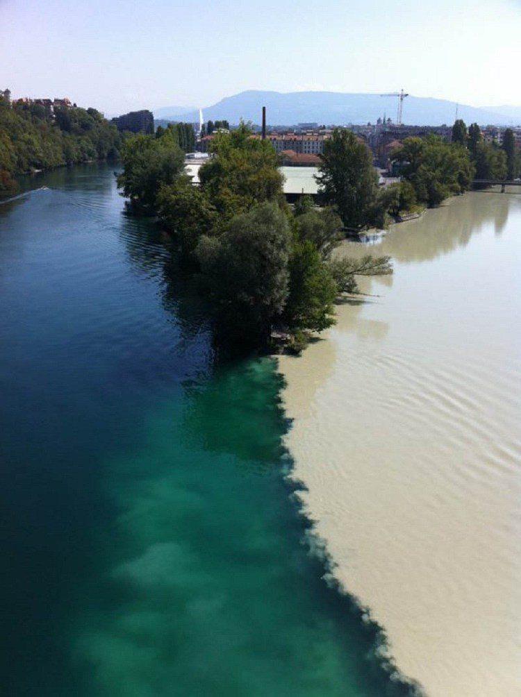 7. Место слияния рек Рона и Арв в Женеве (Швейцария)