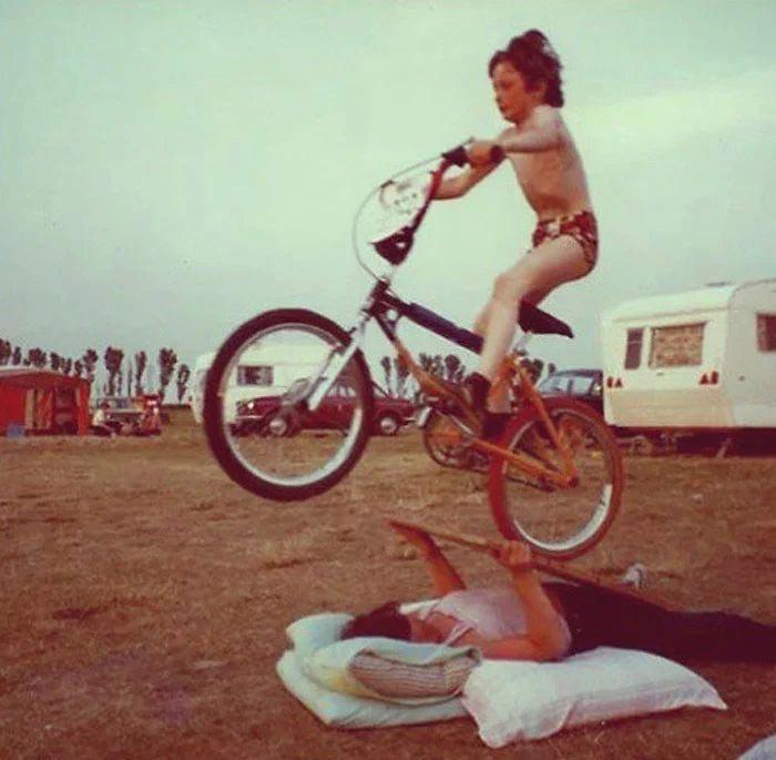 Подборка снимков о том, как воспитывали раньше детей. Сегодня не поймут