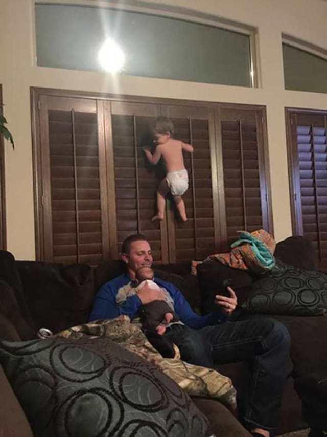 17 фотографий, которые демонстрируют, что ребенка ни в коем случае нельзя оставлять одного!