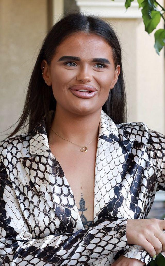 10 девушек, которые не знают, что такое нормальные брови