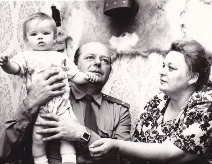 Мария Александрова сбабушкой идедушкой, личный архив звезды