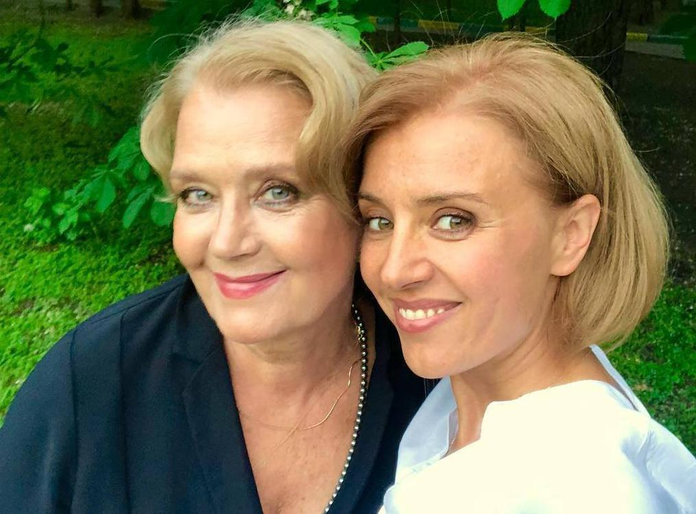 Ксения Алферова опубликовала архивное фото со знаменитой мамой и ...