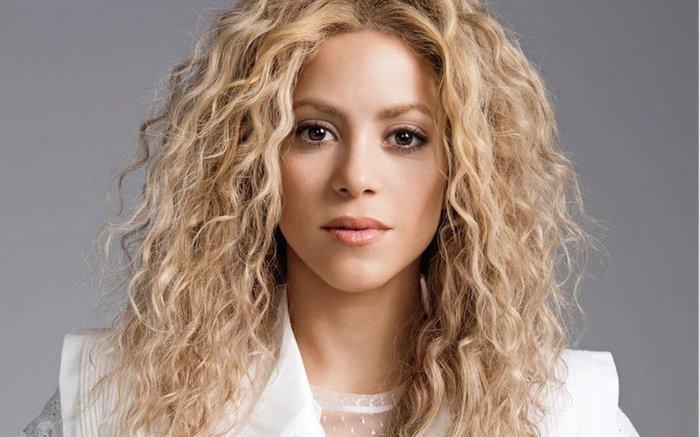 Колумбийская певица Шакира пожертвовала маски и аппараты ИВЛ ...
