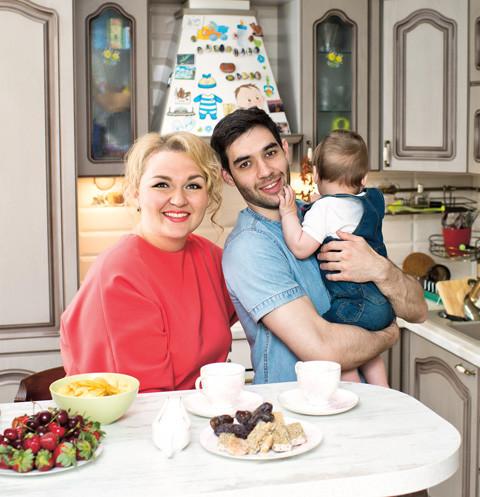 Надежда Ангарская впервые показала, в каких условиях растит сына   StarHit.ru