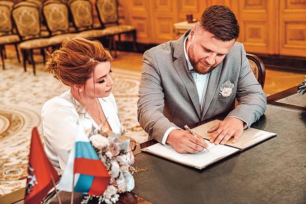 28-летняя дочь Розы Сябитовой Ксения второй раз вышла замуж | WDAY