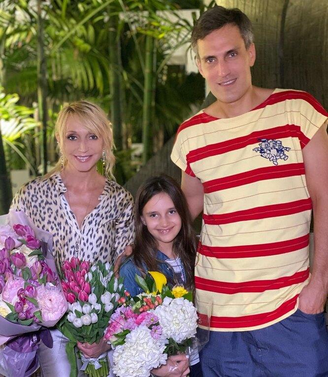 Кристина Орбакайте, Михаил Земцов и их дочь Клавдия на отдыхе