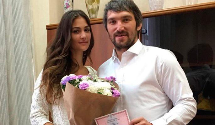 Жена Овечкина опубликовала трогательный пост в честь годовщины свадьбы