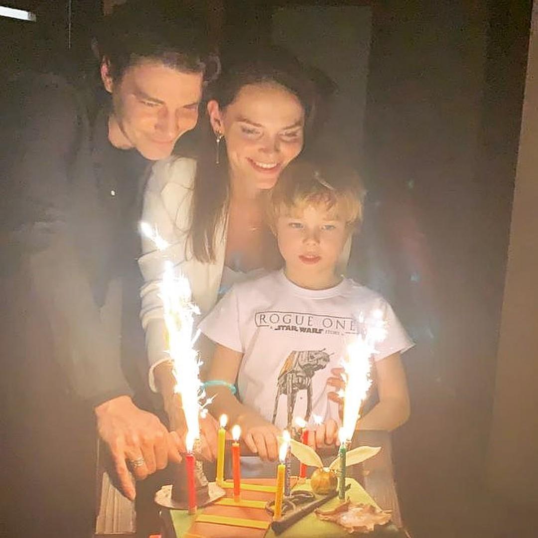 Елизавета Боярская впервые поделилась семейным фото с мужем и старшим сыном