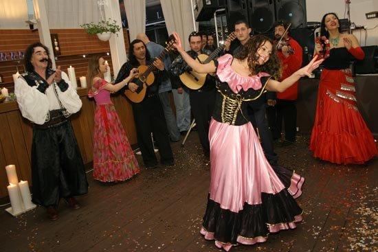 Свадьба в цыганском стиле: веселью нет предела!