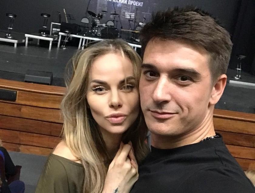 Звезда сериала «Верни мою любовь» Станислав Бондаренко показал видео с выписки своей возлюбленной из роддома - Летидор
