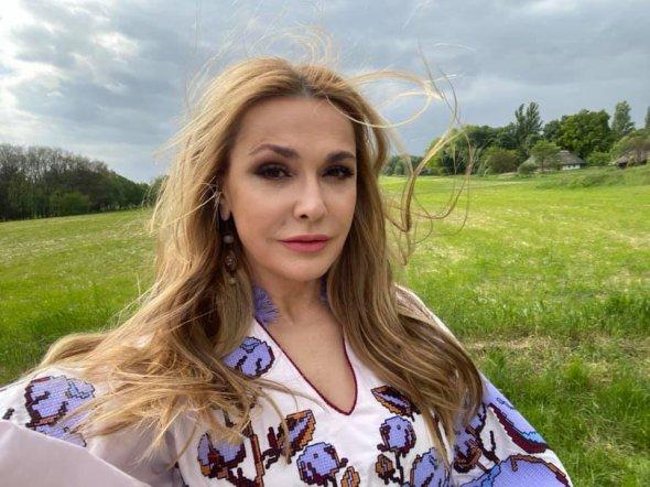 День вышиванки: Ольга Сумская поразила роскошным дизайнерским платьем | Новости на Gazeta.ua