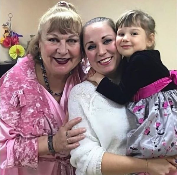 Татьяна Кравченко с дочкой и внучкой