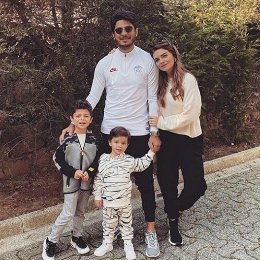 Пелин Карахан с семьей - Doraminfo.com