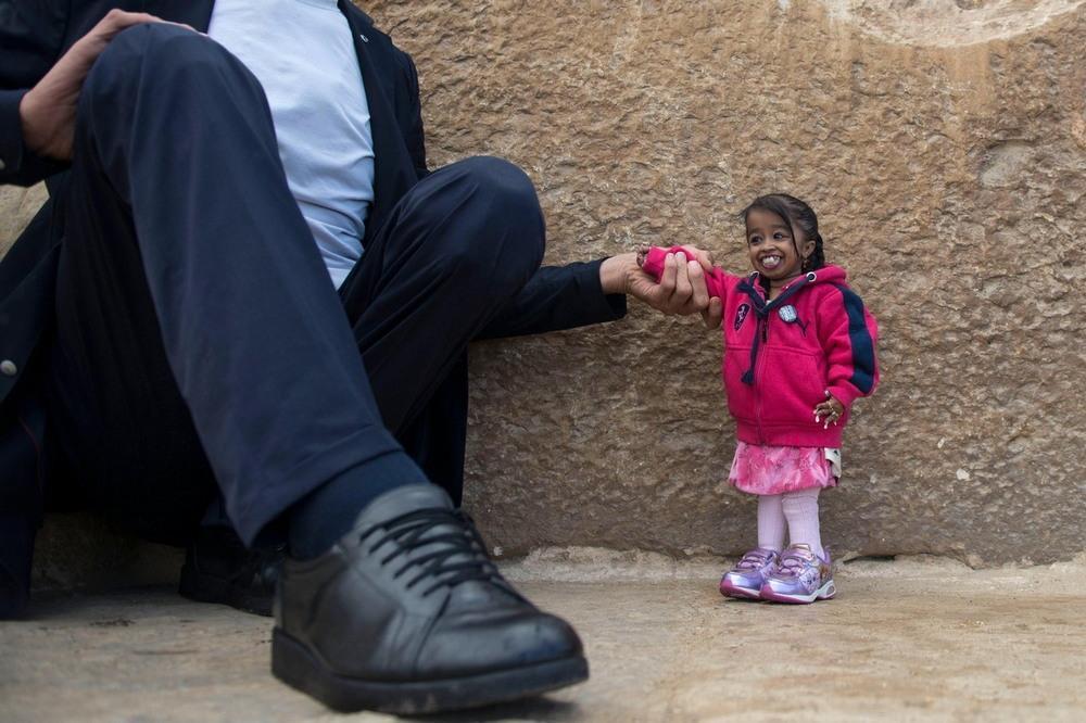 Самый высокий в мире мужчина и самая маленькая в мире женщина встретились у египетских пирамид ← Hodor
