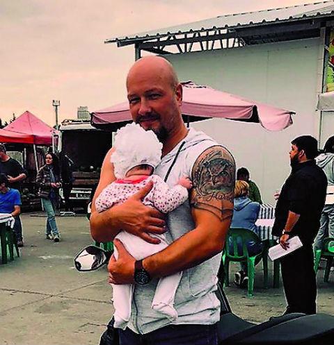 Никита Панфилов крестил новорожденную дочь   StarHit.ru