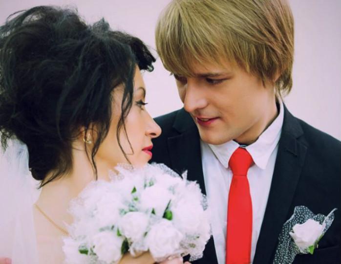 Он меня иногда и учит, и строит»: жена сына Сергея Зверева рассказала о семейной жизни