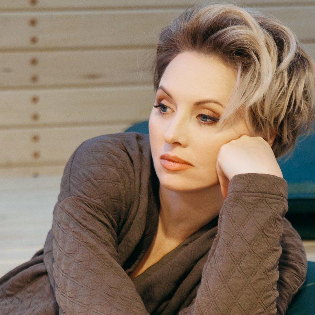Елена Ксенофонтова: 25 горячих фото актрисы